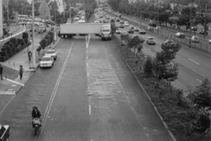 Obstruction of a freeway with a truck's trailer Anillo Periférico Sur. Mexico City, Mexico. November 1998 Courtesy Lisson Gallery and Santiago Sierra